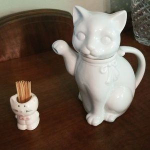 Takahashi Kitchen - FLASH SALE!  Takahashi white cat teapot plus bonus